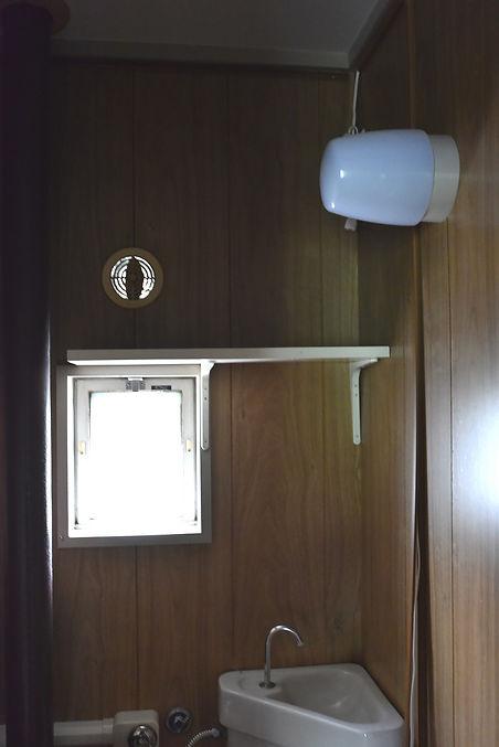 トイレ窓1.JPG