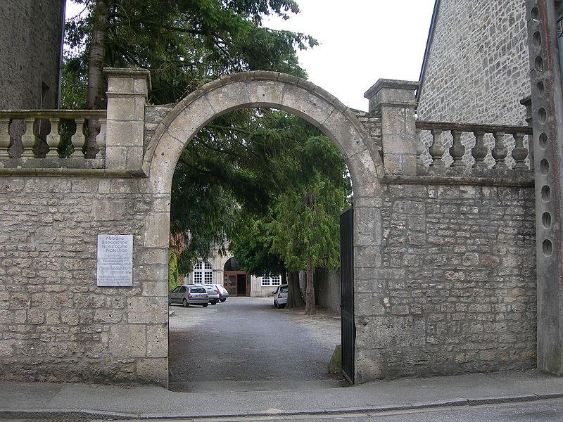 Abbaye Notre-Dame de Protection (Valognes) Porche