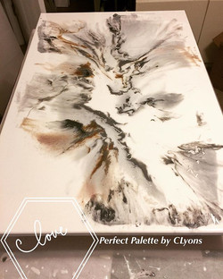 💕🎨 Amazing!! All poured, time to let is flow & harden #perfectpalettebyclyons #followme #resinart