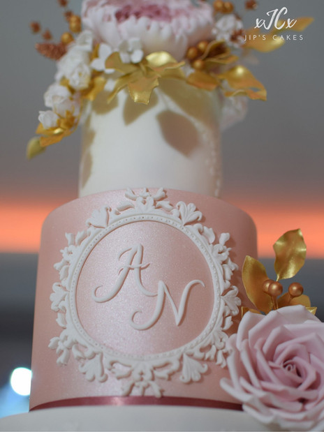 Extravagant pink white and gold wedding cake | Jip's Cakes | Wedding cakes Essex & Hertfordshire