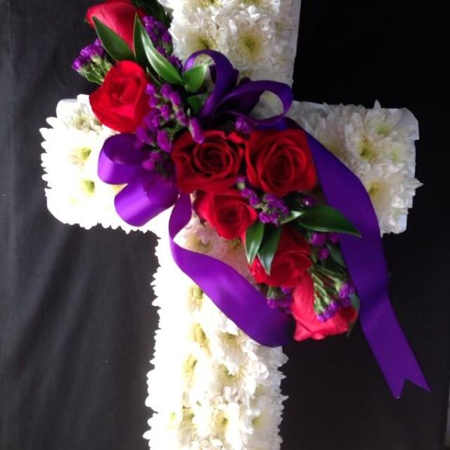 Celebrating life #boxwrapsandflowers #sy