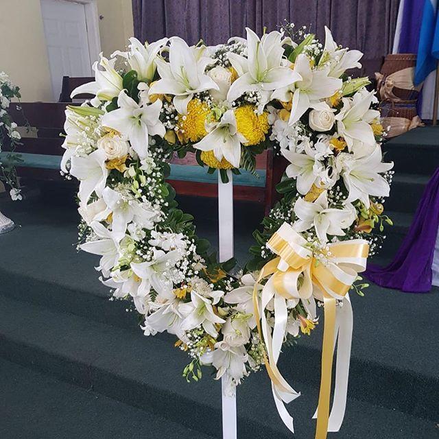 #boxwrapsandflowers #sympathyflowers #st