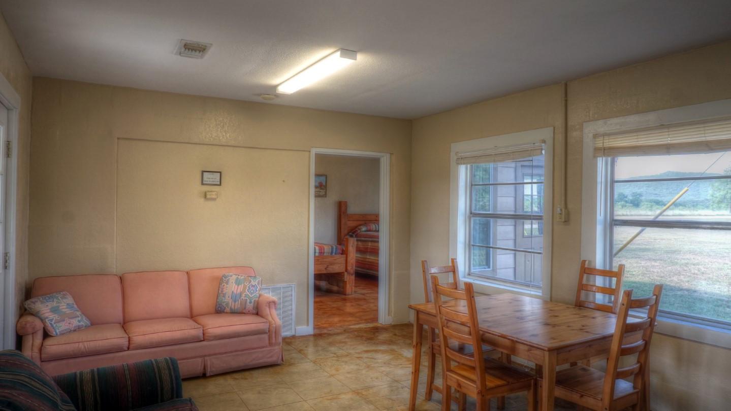 Cabins-Near-Garner-State-Park-15