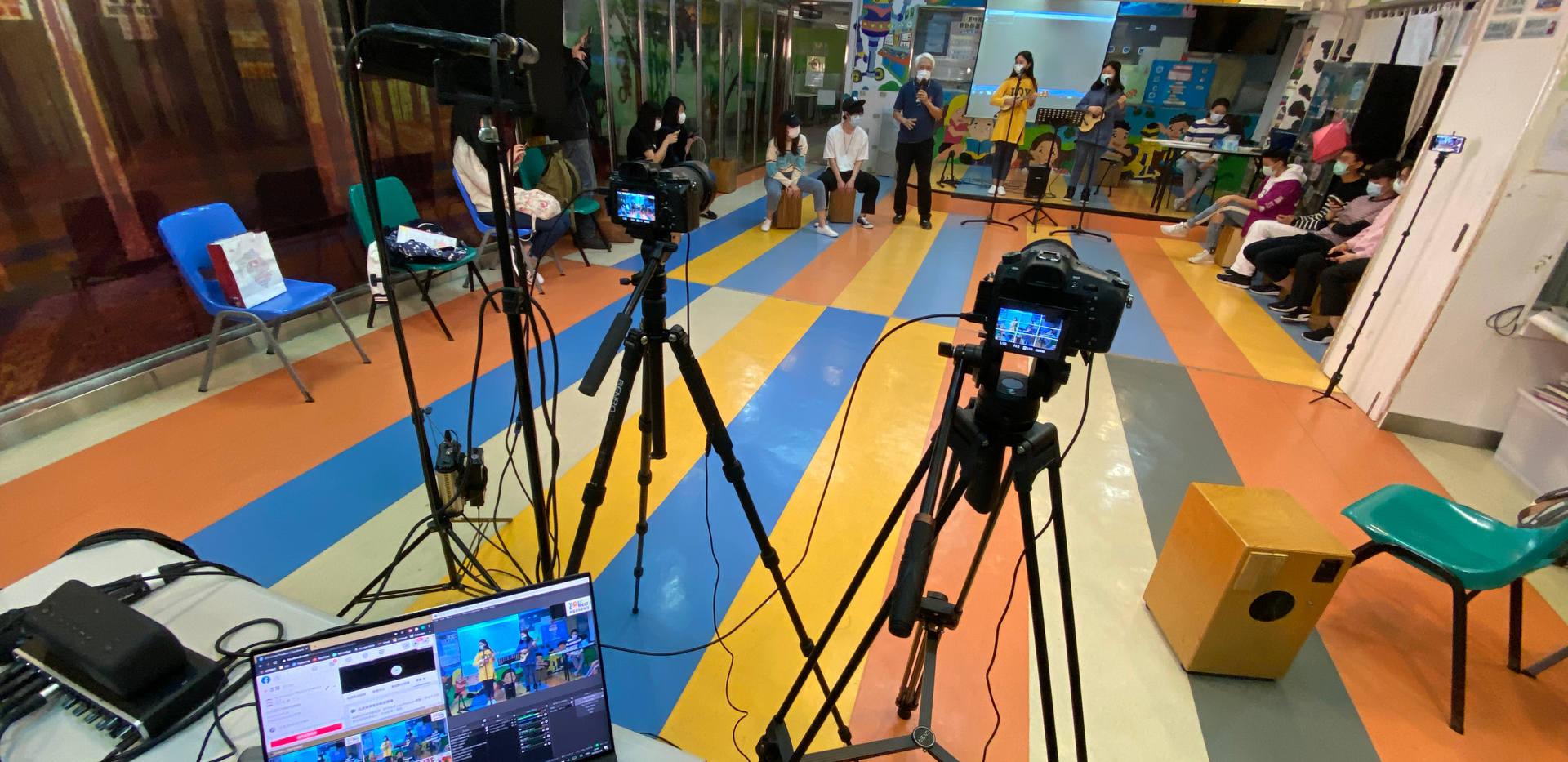 Medium scale live streaming