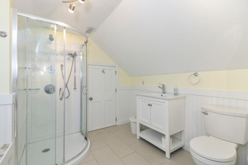 030-photo-bathroom-8651289.jpg