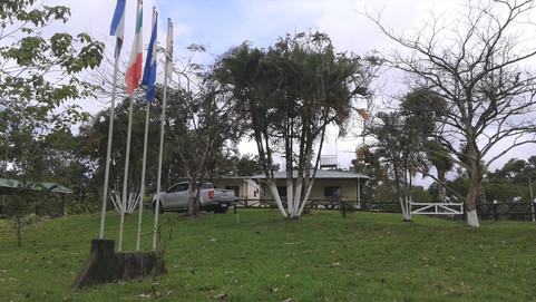 2-Foto bandiere e casa.jpg