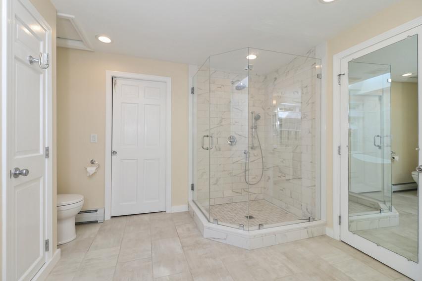 026-photo-bathroom-8651260.jpg