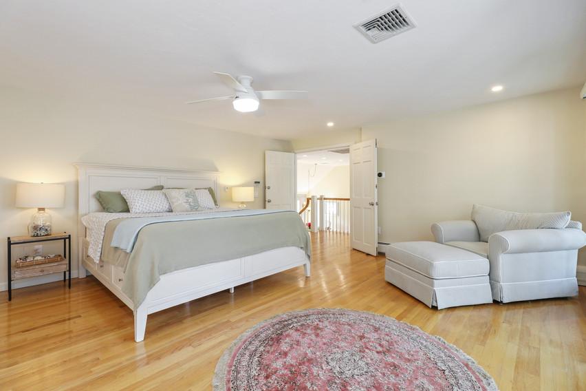 023-photo-bedroom-8651258.jpg