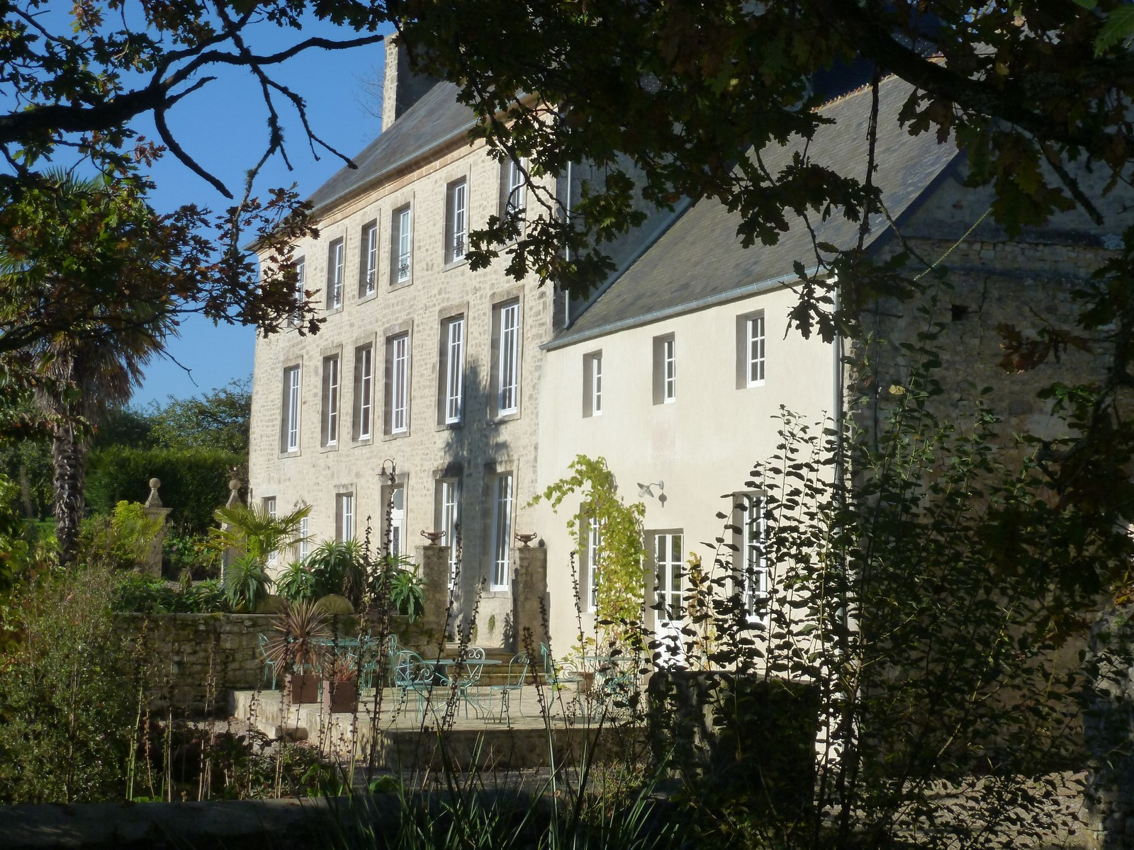 Front facing of Manoir de savigny