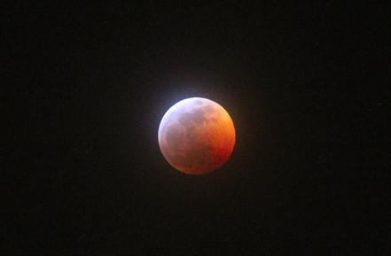 """Super Blood Wolf Moon"""