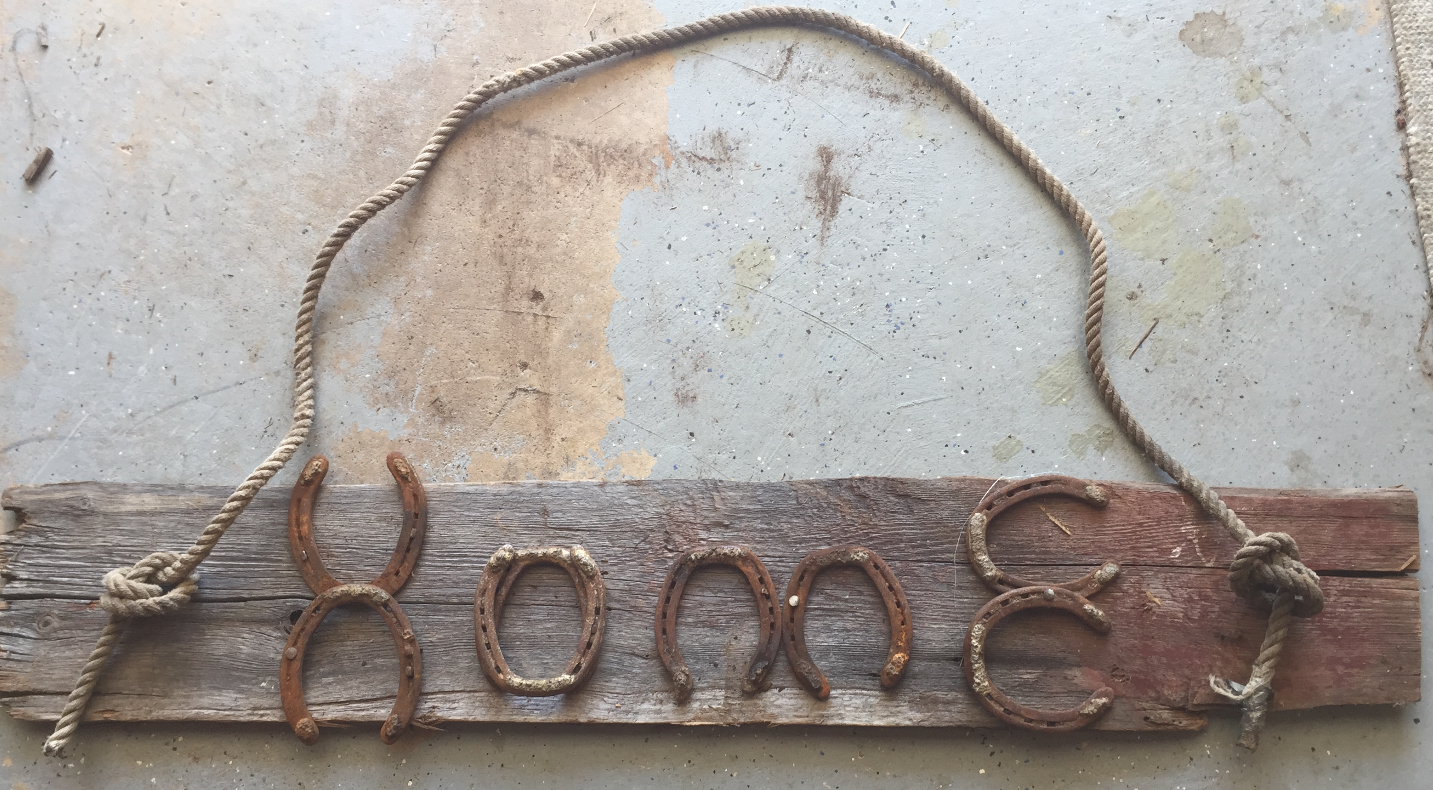 Horse shoe Home sign
