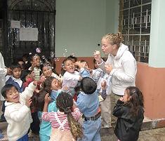 Middagactiviteit in weeshuis Ecuador Marjella Rooduijn