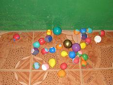 Gambia, zelfgemaakte jongleerballen