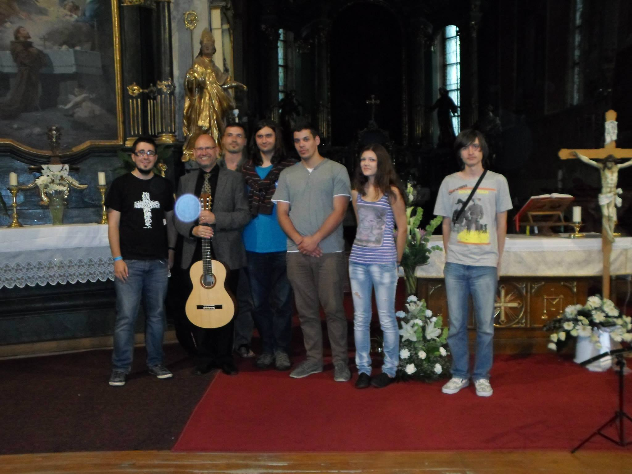 With_the_students_at_Gyöngyös_Guitarfestival_2013.jpg
