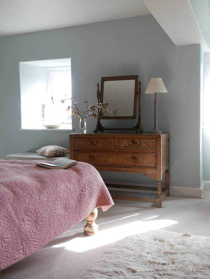 Manor house guest bedroom redesign and colour scheme