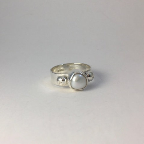 Sterling silver and freshwater pearl