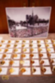 lock-bridge-paris-place-card-hearts-gold