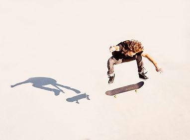 skateboarder springen