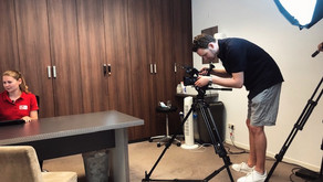 Medewerkers doen mee in een video over de kwaliteiten van de praktijk