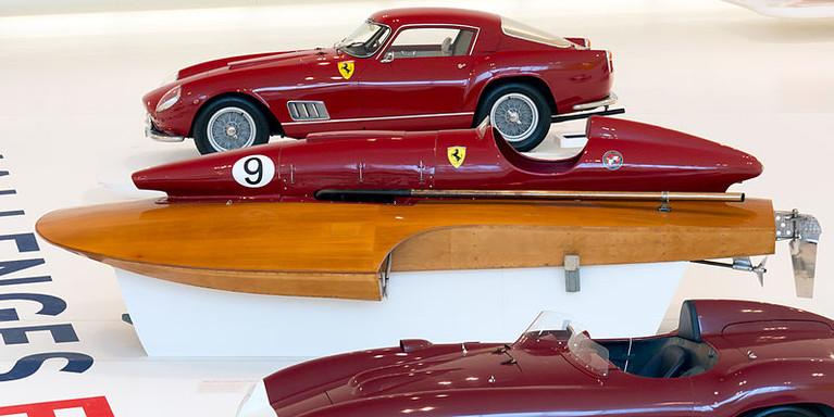 800px-San_Marco-Ferrari_racing_boat_(195