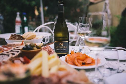 Gedeckter Tisch in der Weinstube Meinhard