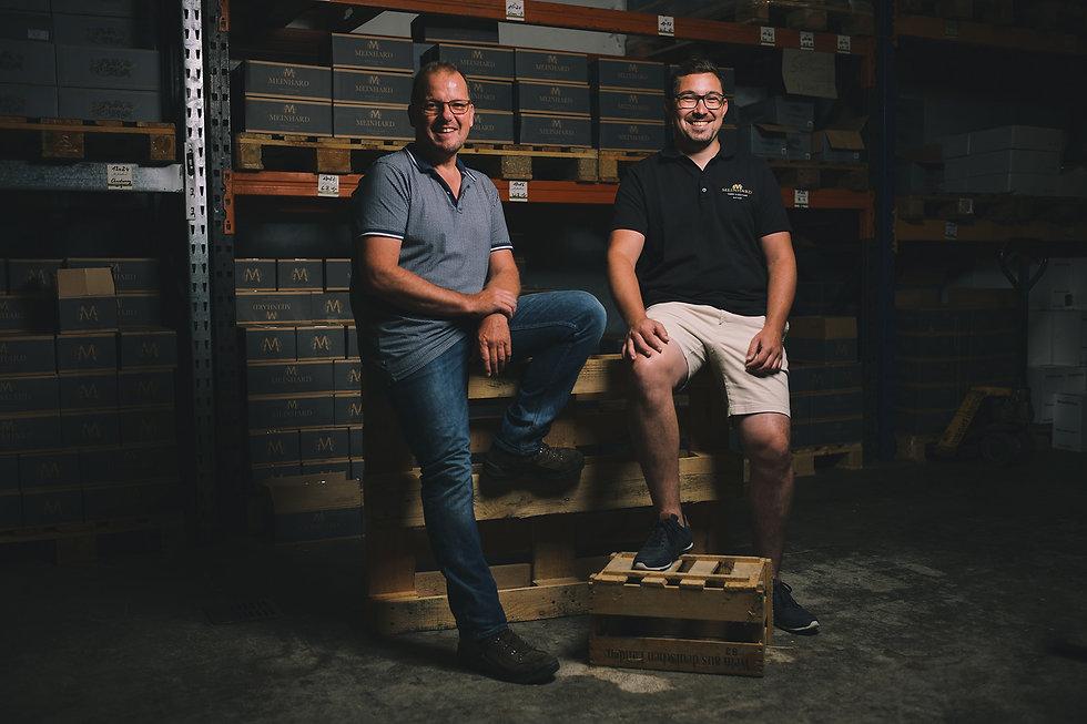 Steffen Meinhard und Matthias Schabler im Weinlager