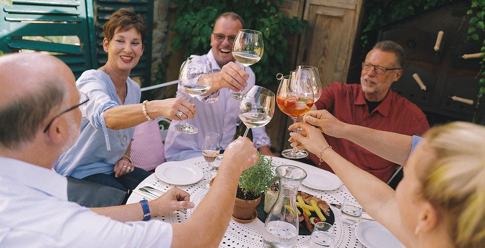 Gäste in der Weinstube Meinhard