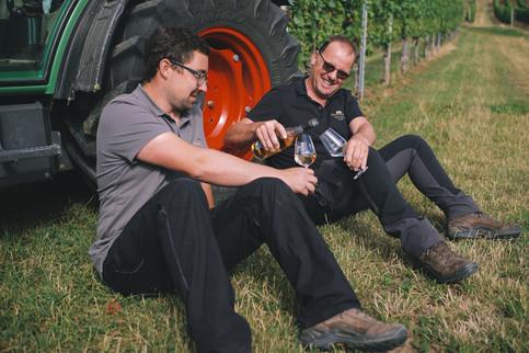 Matthias Schabler und Steffen Meinhard im Weinberg