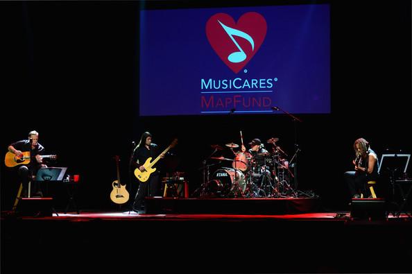 James+Hetfield+2014+10th+Annual+MusiCares+fnog0Vg68mkl