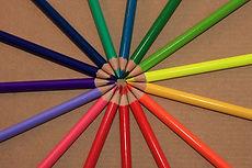 Cercle de crayons de couleur d'arrière-plan Beige