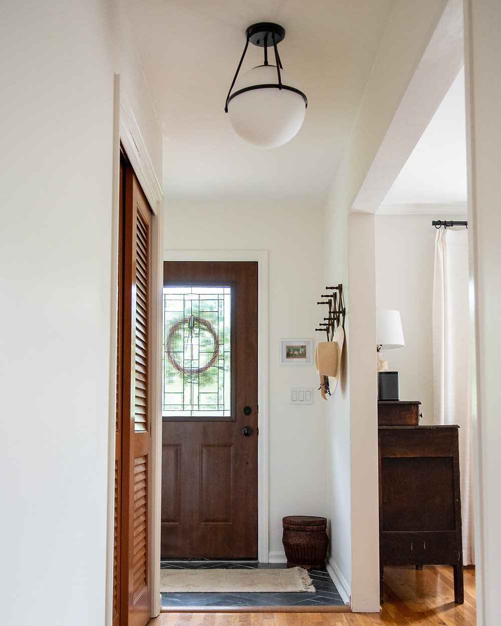 small modern cottage entryway