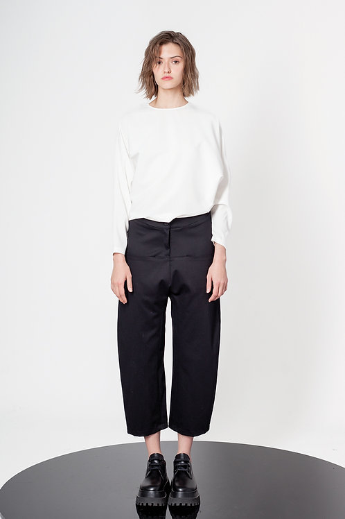 Low crotch ankle high pants