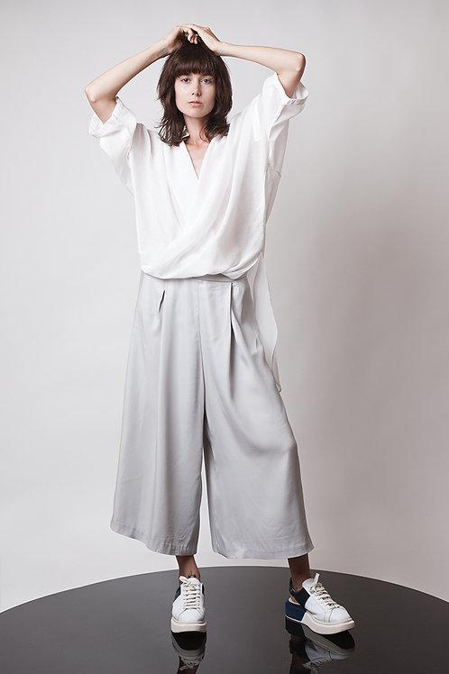 Loose pleated pants