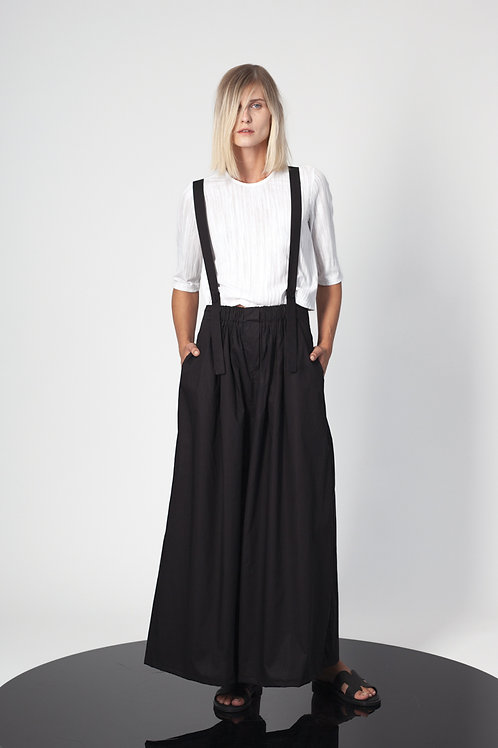 Frilled pants with suspenders