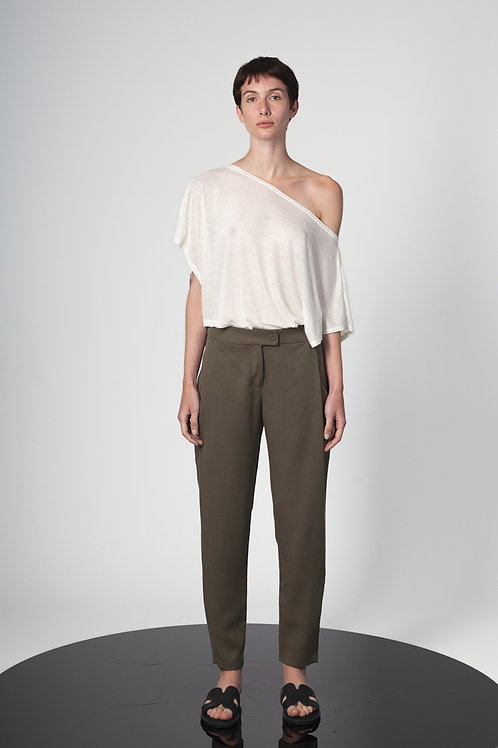 Pleated pegged pants