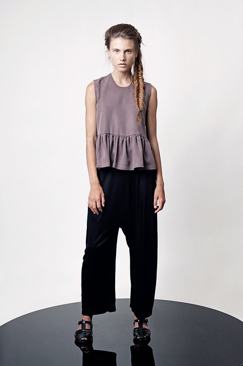 Sleevless top with ruffles