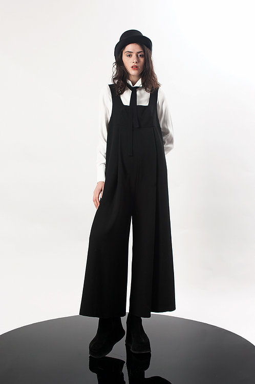 Square collar, sleevless jumpsuit