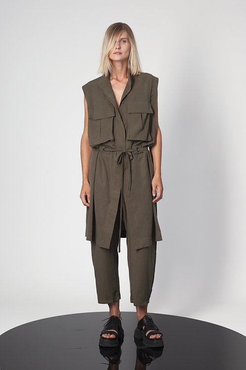 Sleevless vest with pockets