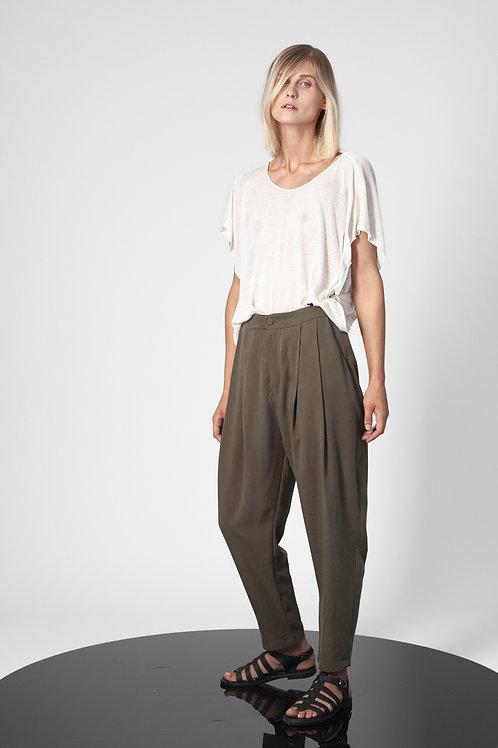 Pleated pegged pants
