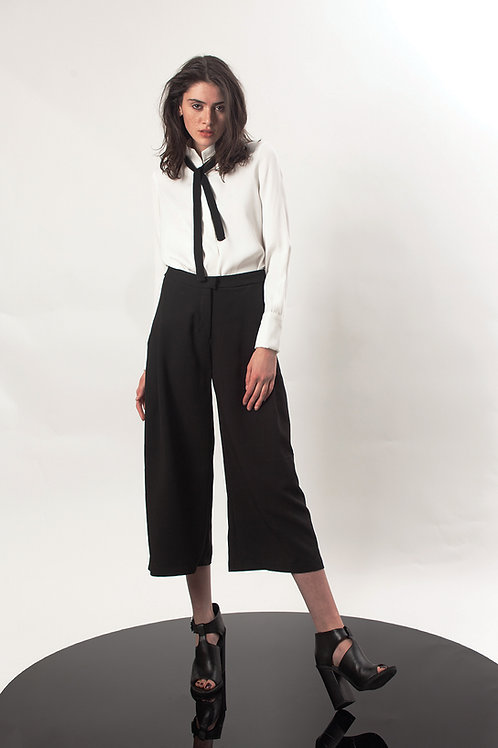Pleated capri pants