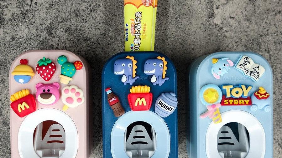 Automatic Cartoon Toothpaste Dispenser/Squeezers Bathroom Accessories Set