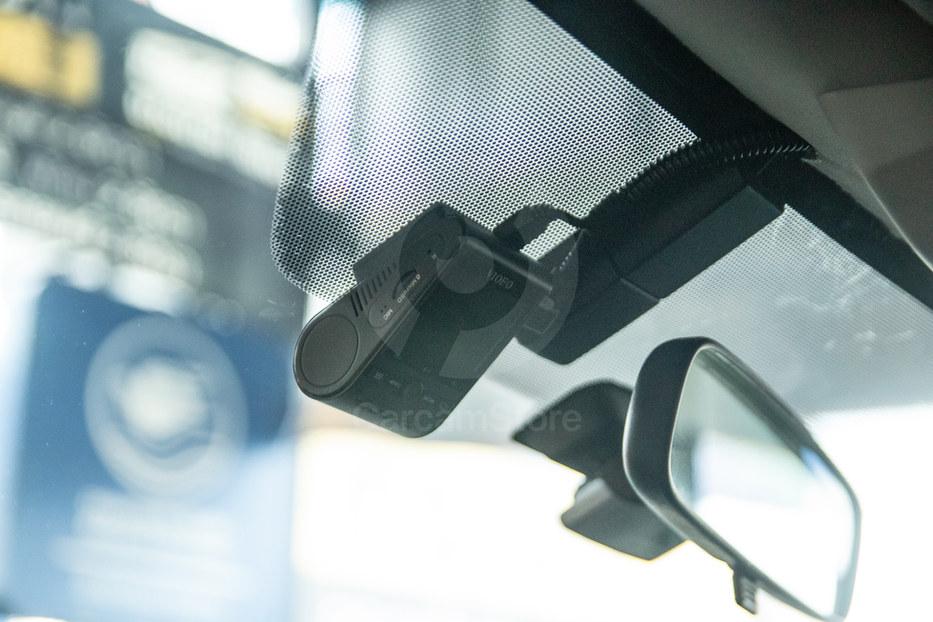 ตัวกล้องหน้าติดไว้ด้านหลัง กระจกมองหลังเดินสายพันเทปผ้าซ่อนอย่างสวยงาม