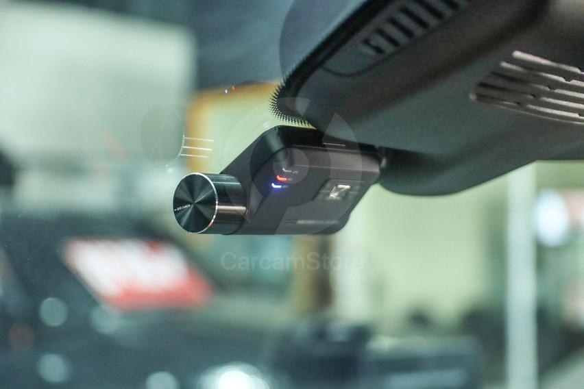 กล้องหน้าติดตั้งชิดกับตัวเซ็นเซอร์ และซ่อนสาย