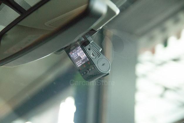 ลักษณะตำแหน่งการวางกล้องหน้า ซ่อนไว้ด้านหลังกระจกมองหลังพอดี