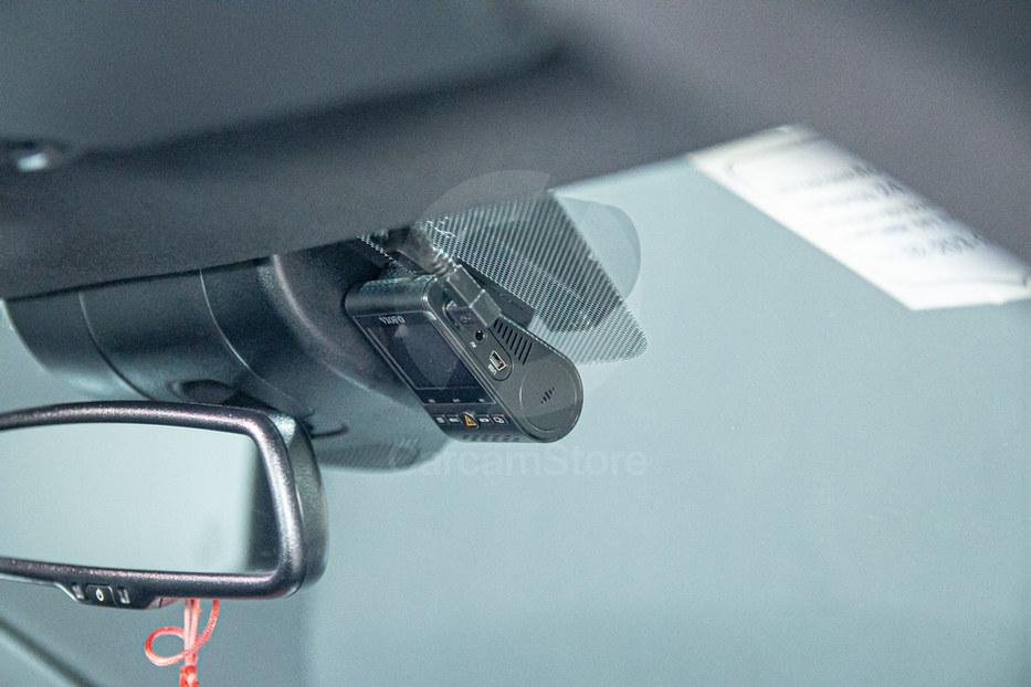 กล้องหน้าติดตั้งชิดกับเซ็นเซอร์ตัวรถ ชิดด้านบนซ่อนสายพันเทปผ้าอย่างดี