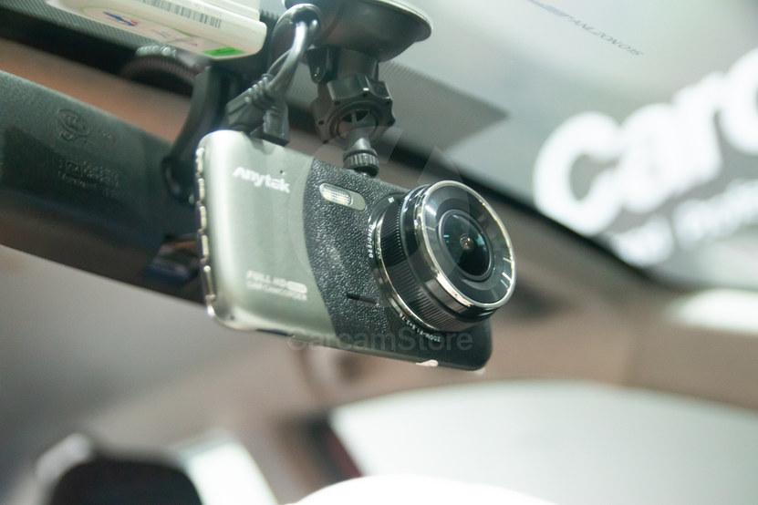 ลักษณะกล้องหน้าติดให้ขาซ่อนไปกับแกนกระจกหลัง แต่ยังมองเห็นหน้าจอง่าย