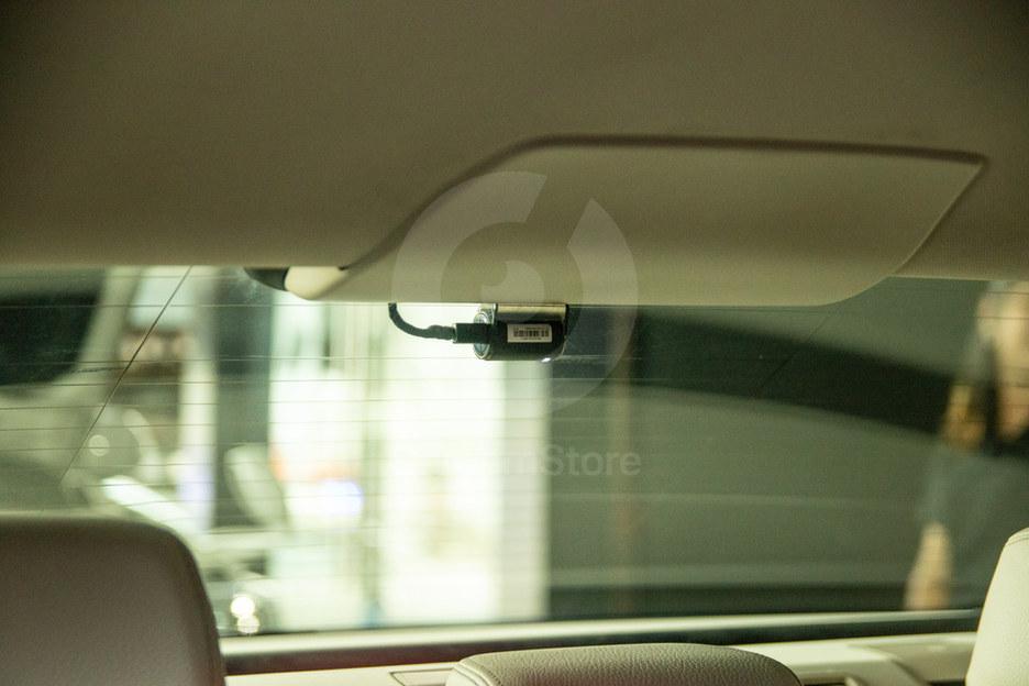 ตำแหน่งกล้องหลัง วางชิดขอบ กลางกระจกหลัง เห็นสายน้อยที่สุด