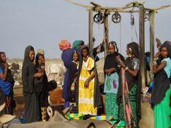 femmes au puits mali