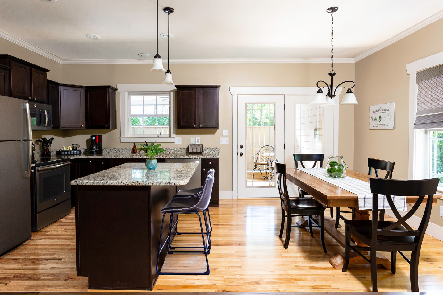 The luxurious kitchen in the Hickory cottage