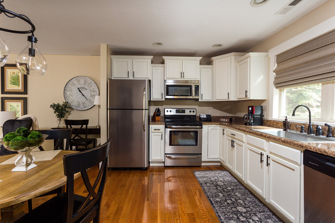 Full size kitchen and updated appliances